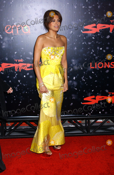 "Eva Mendes Photo - the Los Angles Premiere of ""the Spirit"" at Grauman's Chinese Theatre, Hollywood CA 12-17-2008 Photo by Phil Roach-ipol-Globe Photos Eva Mendes"