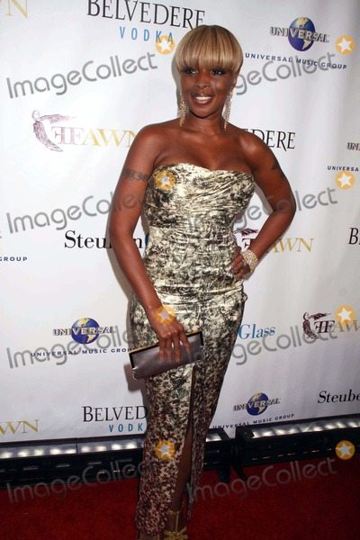 Mary J. Blige Photo - Mary J.blige at an Evening at Cipriani Wall Street with Mary J.blige and Friends in Celebration of Women Week and Benefiting the Foundation For the Advancement of Women Now,inc New York City 06-17-2010 Photo by John Barrett/Globe Photos, Inc.2010