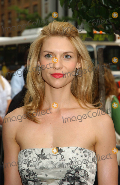 "Claire Danes, CLAIR DANES Photo - ""Evening"" Premiere. Clearview Chelsea West , New York City 06-11-2007 Photo by Ken Babolcsay-ipol-Globe Photos, Inc. 2007 Claire Danes"