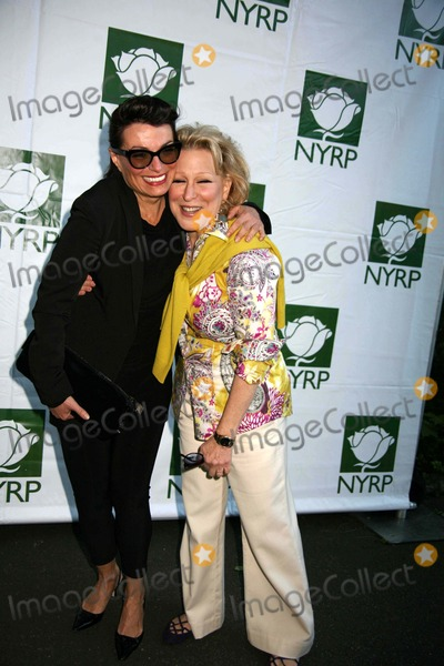 Bette Midler, Norma Kamali Photo - Bette Midler's New York Restoration Project Hosts Eighth Annual Spring Picnic in Fort Tryon Park New Leaf Restaurant, Fort Tryon Park, NYC May 19, 09 Photos by Sonia Moskowitz, Globe Photos Inc 2009 Bette Midler and Norma Kamali