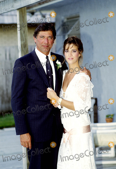 Joe Namath Photo - Joe Namath and Bride Deborah Lynn Mays Photo By:ray Fairall/ipol/Globe Photos, Inc