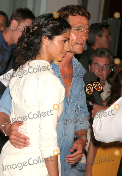 Camila Alves, Matthew Mcconaughey Photo - Muxo Handbag Collection Launch Party Hosted by Designer Camila Alves Kitson Studio, Los Angeles, CA 08/07/08 Matthew Mcconaughey with Girlfriend Camila Alves Photo: Clinton H. Wallace-photomundo-Globe Photos Inc