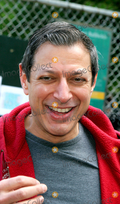 Jeff Goldblum Photo - Opening Day For the 51st Season of the Broadway Softball League. Central Park, New York City. 05-05-2005 Photo: John Barrett-Globe Photos Inc 2005 Jeff Goldblum