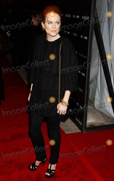 "Julianne Moore Photo - ""i'm Not There "" Premiere. Chelsea West, NYC. 11-13-2007 Photo by Ken Babolcsay-ipol-Globe Photos, Inc. 2007 Julianne Moore"