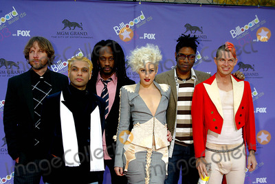 "No Doubt, Gwen Stefani Photo - Gwen Stefani, ""No Doubt"" Billboard Music Awards - Red Carpet Grand Arena, Mgm Grand Hotel/casino, Las Vegas, USA, 12/10/2003 Photo By:alec Michael/Globe Photos, Inc 2003"