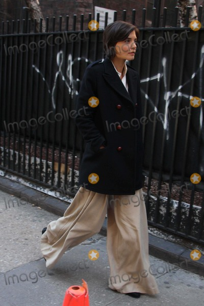 Katie Holmes, Katie Holme Photo - -24-09 Kate Holmes on the Set Of''the Extra Man'' in Midtown N.Y. Photos by John Barrett-Globe Photos,inc