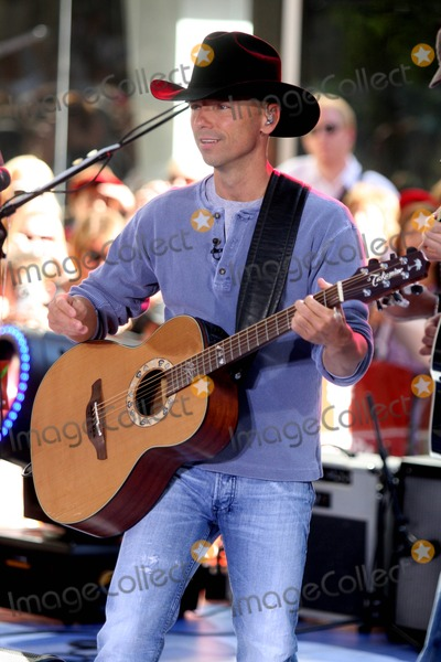 Kenny Chesney Photo - Kenny Chesney Performing on Nbc's Today Show 2008 Toyota Concert Series at Rockefeller Plaza in New York City on 06-13-2008 Kenny Chesney Photo by John Barrett-Globe Photos, Inc.