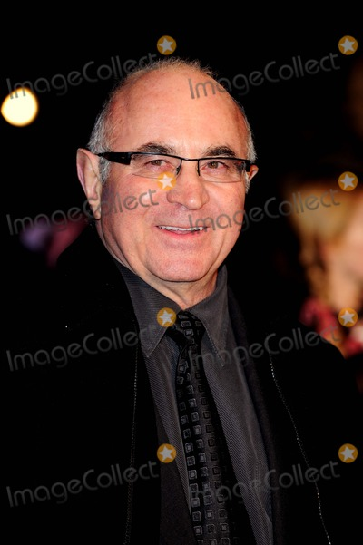 "Bob Hoskins Photo - Bob Hoskins Actor . ""a Christmas Carol"" Premiere at Empire Leicester Square in London , Englang 11-03-2009 Photo by Neil Tingle-allstar-Globe Photos, Inc."
