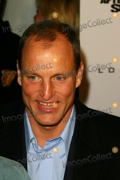 "Woody Harrelson Photo - Premiere of "" After the Sunset "" at the Ziegfeld Theatre in New York City 11/9/2004 Photo by John Zissel/ipol/Globe Photos, Inc. 2004 Woody Harrelson"