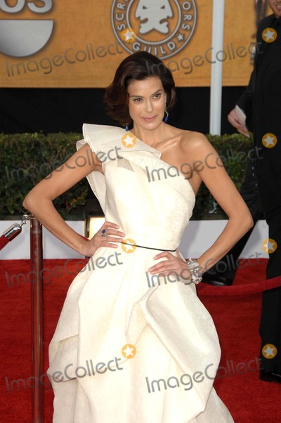 Teri Hatcher Photo - The 15th Annual Screen Actors Guild Awards Red Carpet Arrivals, Held at the Shrine Auditorium in Los Angeles California, January 25th, 2009 Photo: David Longendyke - Globe Photos Inc. 2009 Image: K60935dl Teri Hatcher