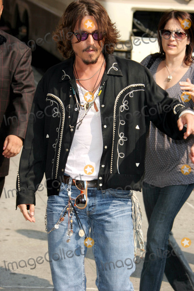 "Johnny Depp, Ed Sullivan, David Letterman Photo - Johnny Depp at the Ed Sullivan Theatre For a Taping of the ""Late Show with David Letterman"". New York City. 07-27-2006 Photo: John Barrett / Globe Photos Inc"