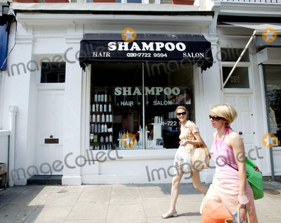 "Photo - Primrose Hill -""Shampoo"" Hairdressers on Regents Park Road - London 5/17/2004 Photo By:helen Atkinson/globelinkuk/Globe Photos, Inc 2004"