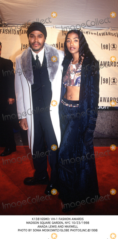 Maxwell Photo - : Vh-1 Fashion Awards Madison Square Garden, NYC 10/23/1998 Anada Lewis and Maxwell Photo by Sonia Moskowitz/Globe Photos,inc.