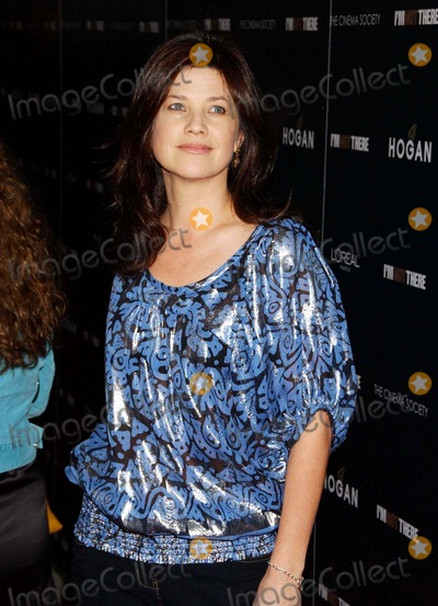 "Daphne Zuniga Photo - ""i'm Not There "" Premiere. Chelsea West, NYC. 11-13-2007 Photo by Ken Babolcsay-ipol-Globe Photos, Inc. 2007 Daphne Zuniga"