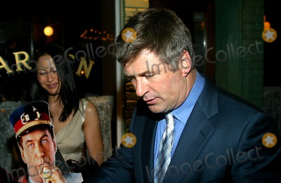 Alec Baldwin Photo - Sd0428 Alec Baldwin Out and About in New York City. Photo:rick Mackler / Rangefinders / Globe Photos Inc