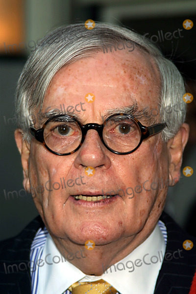 "Dominick Dunne Photo - ""Enough"" Premiere Loews Lincoln Sq NYC 05/21/02 Photo by Kelly Jordan/Globe Photos, Inc. 2002 Dominick Dunne"