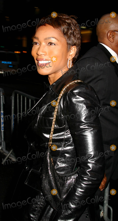 "Angela Bassett Photo - "" Julius Caesar "" Broadway Opening Night at the Belasco Theatre, New York City 4-03-2005 Photo By:mitchell Levy-rangefinder-Globe Photos, Inc. 2005 Angela Bassett"
