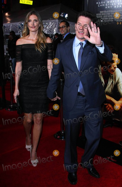 "Mark Wahlberg, Rhea Durham Photo - Rhea Durham, Mark Wahlberg Actors the Los Angeles Premiere of ""the Fighter"" Held at the Grauman's Chinese Theatre in Hollywood, California on December 6, 2010 Photo by Graham Whitby Boot-allstar-Globe Photos,inc."