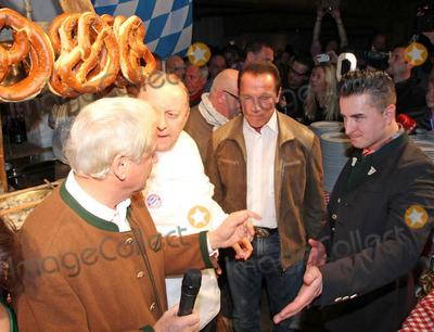 Alfons Schuhbeck, Arnold Schwarzenegger Photo - Andreas Gabalier, Balthasar Hauser, Alfons Schuhbeck, Arnold Schwarzenegger bei der 23 Weisswurstparty beim Stanglwirt in Going am 24.01.2014  Credit: Kirschner/face to face