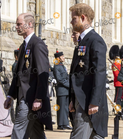 Jaguares, Peter Phillips, Prince, Prince Harry, Prince Philip Duke of Edinburgh, Prince William, PRINCE PHILIP, The Ceremonies Photo - Photo Must Be Credited Alpha Press 073074 17/04/2021Prince William, Duke of Cambridge, Peter Phillips, Prince Harry, Duke of Sussex follow Prince Philip, Duke of Edinburgh's coffin on a modified Jaguar Land Rover during the Ceremonial Procession during the funeral of Prince Philip Duke of Edinburgh at St George's Chapel in Windsor Castle in Windsor, Berkshire.*** No UK Rights Until 28 Days from Picture Shot Date ***/AdMedia