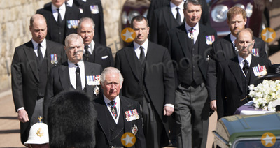 Charles, Prince of Wales, David Armstrong, David Linley, Jaguares, Lord David Linley, Peter Phillips, Prince, Prince Andrew, Prince Charles, Prince Edward, Prince Edward, Earl of Wessex, Prince Edwards, Prince Harry, Prince of Wales, Prince Philip Duke of Edinburgh, Prince William, Timothy Laurence, Wale, PRINCE PHILIP, The Ceremonies Photo - Photo Must Be Credited Alpha Press 073074 17/04/2021Prince Charles, Prince of Wales, Prince Andrew, Duke of York, Prince Edward, Earl of Wessex, Prince William, Duke of Cambridge, Peter Phillips, Prince Harry, Duke of Sussex, Earl of Snowdon Viscount Lord David Linley David Armstrong-Jones and Vice-Admiral Sir Timothy Laurence follow Prince Philip, Duke of Edinburgh's coffin on a modified Jaguar Land Rover during the Ceremonial Procession during the funeral of Prince Philip Duke of Edinburgh at St George's Chapel in Windsor Castle in Windsor, Berkshire.*** No UK Rights Until 28 Days from Picture Shot Date ***/AdMedia