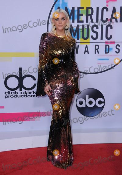 Ashlee Simpson Photo - 19 November  2017 - Los Angeles, California - Ashlee Simpson. 2017 American Music Awards  held at Microsoft Theater in Los Angeles. Photo Credit: Birdie Thompson/AdMedia