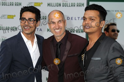 the dramatization of the million dollar arm by craig gillespie Based on a true story of two underdog sportsmen – dinesh patel and rinku singh, craig gillespie's million dollar arm is an undeniably feel-good sports drama there is emotion, action and of course, a lot of clichés jb bernstein (jon hamm) is a swanky, once-successful, sports agent from los angeles.