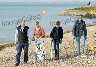 Countess of Wessex, Prince, Prince Edward, Prince Edward, Earl of Wessex, Prince Edwards, Sophie Countess of Wessex Photo - 20th September 2020 - Prince Edward Earl of Wessex and Sophie Countess of Wessex, with their children Lady Louise Windsor and Viscount Severn James Alexander Philip Theo Mountbatten Windsor, join volunteers from the Marine Conservation Society and Southsea Beachwatch during the Great British Beach Clean in Southsea, Hampshire. Photo Credit: ALPR/AdMedia