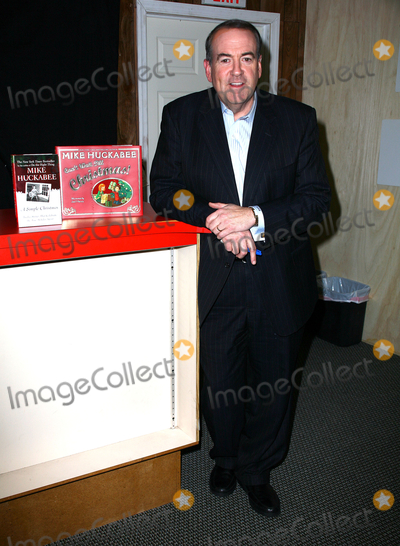 """Mike Huckabee, Paul Zimmerman Photo - 04 December 2010 - Ridgewodd, New Jersey - Mike Huckabee.  Mike Huckabee signs copies of his new book """"Can't Wait For Christmas"""" Photo: Paul Zimmerman/AdMedia"""