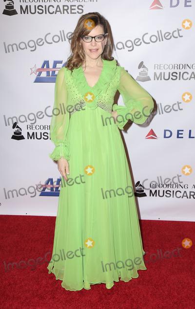 Lisa Loeb, Dolly Parton Photo - 08 February 2019 - Los Angeles California - Lisa Loeb. MusiCares Person Of The Year Honoring Dolly Parton held at Los Angeles Convention Center. Photo Credit: PMA/AdMedia.
