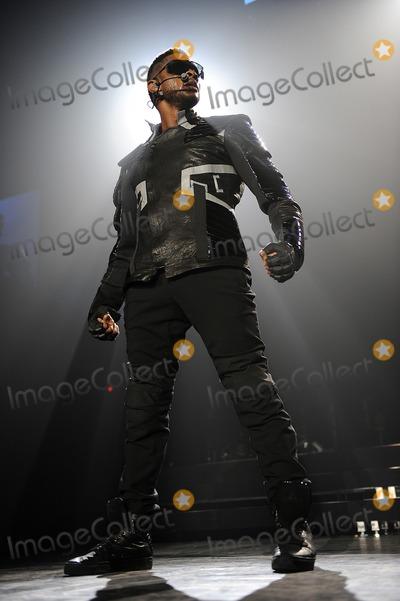 Usher Photo - 7 December 2010 - Greensboro, North Carolina - Singer USHER performs at the Greensboro Coliseum as his OMG tour makes a stop. Photo: Moose/AdMedia