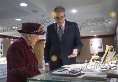 Andrew Parker, Elizabeth II, Queen, Queen Elizabeth, Queen Elizabeth II, Queen Elizabeth\ Photo - 25/02/2020 - Director General  Andrew Parker and Queen Elizabeth II during a visit to the headquarters of MI5 at Thames House in London. Photo Credit: ALPR/AdMedia