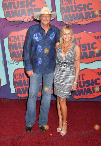 Alan Jackson Photo - 04 June 2014 - Nashville, Tennessee - Alan Jackson, Denise Jackson. 2014 CMT Music Awards held at Bridgestone Arena. Photo Credit: Laura Farr/AdMedia