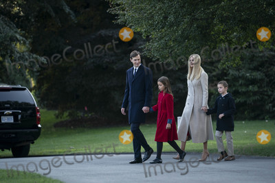 Donald Trump, Ivanka Trump, JARED KUSHNER, Marine One, White House, The White Photo - Ivanka Trump, Jared Kushner and their children Arabella and Joseph Kushner walk along the South Lawn to join President Donald Trump on Marine One as they depart the White House for a rally in Pennsylvania, on Tuesday, September 22, 2020 in Washington DC.      Credit: Sarah Silbiger / Pool via CNP/AdMedia