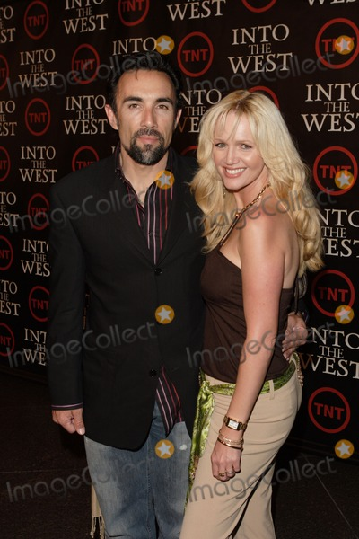 """Francesco Quinn, Anthony Quinn Photo - 06 August 2011 - Actor Francesco Quinn, the third son of actor Anthony Quinn, died at his home in Malibu on August 5, 2011, reportedly from a heart attack. Francesco was best known for his roles in Platoon and television series JAG and 24. File Photo: 8 June 2005 - Los Angeles, California - Francesco Quinn and wife.  """"Into the West"""" TNT West Coast Premiere held at the Directors Guild of America.  Photo Credit: Zach Lipp/AdMedia"""