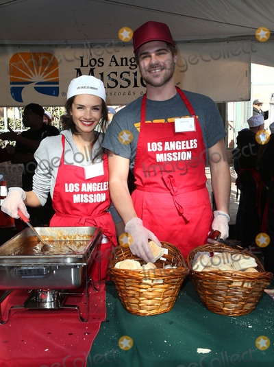 Alice Greczyn, Grey Damon Photo - 22 December 2017 - Los Angeles, California - Alice Greczyn, Grey Damon. 2017 Los Angeles Mission Christmas Meal for the Homeless. Photo Credit: F. Sadou/AdMedia
