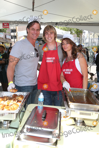 Christina Evans Photo - 14 April 2017 - Los Angeles, California - Ron Evans, Jagger Evans, Christina Evans. Los Angeles Mission's Easter Celebration For The Homeless. Photo Credit: AdMedia