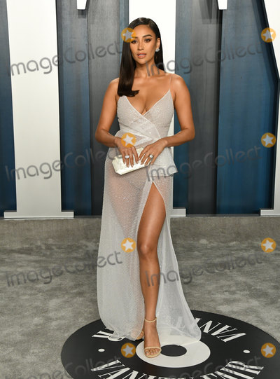 Shay Mitchell, Shai, Shay, Wallis Annenberg, Shay Mitchel Photo - 09 February 2020 - Los Angeles, California - Shay Mitchell. 2020 Vanity Fair Oscar Party following the 92nd Academy Awards held at the Wallis Annenberg Center for the Performing Arts. Photo Credit: Birdie Thompson/AdMedia
