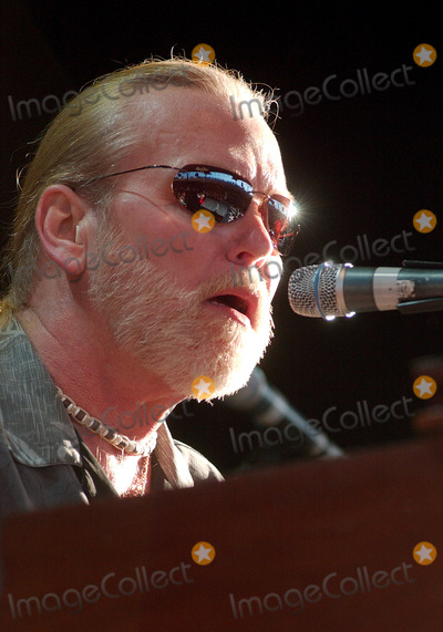 "Allman Brothers, Allman Brothers Band, Greg Allman, Gregg Allman, The Allman Brothers Band, Tragedie Photo - 27 May 2017 - Gregg Allman, the founding member of the Allman Brothers Band who overcame family tragedy, drug addiction and health problems to become a grizzled elder statesman for the blues music he loved, has died. He was 69. Allman died at his home in Savannah, Georgia, according to a statement posted to his official website. The statement says Allman had struggled with many health issues over the past several years. Allman's longtime manager and close friend said, ""I have lost a dear friend and the world has lost a brilliant pioneer in music."" File Photo: 16 August 2006 - Pittsburgh, Pennsylvania -  Singer / keyboardist GREG ALLMAN of the ALLMAN BROTHERS BAND performs on their 2006 Tour at the Post-Gazette Pavilion. Photo Credit: Jason L Nelson/AdMedia"
