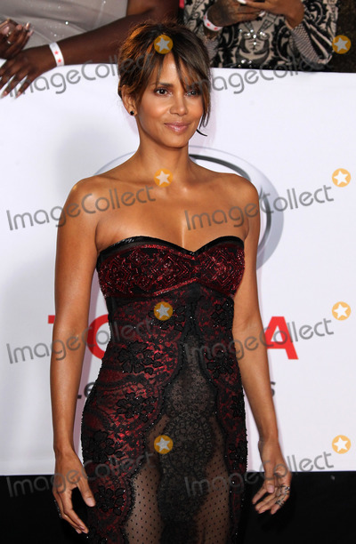 Halle Berry Photo - 15 January 2018 - Pasadena, California - Halle Berry. 49th NAACP Image Awards 2018 Arrivals held at the Pasadena Civic Auditorium in Pasadena. Photo Credit: AdMedia