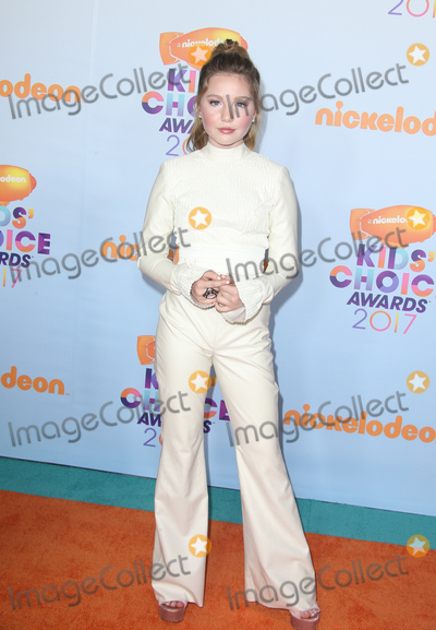 Ella Anderson Photo - 11 March 2017 -  Los Angeles, California - Ella Anderson. Nickelodeon's Kids' Choice Awards 2017 held at USC Galen Center. Photo Credit: Faye Sadou/AdMedia