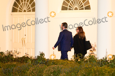 Donald Trump, Donald Trump Jr, Donald Trump Jr., Donald Trump, Jr, Donald Trump, Jr., Kimberly Guilfoyle, White House, The White Photo - Donald Trump Jr. and Kimberly Guilfoyle walk on the Colonnade as they return to the White House after a visit to Dalton, Georgia, in Washington D.C., U.S., on Tuesday, January 5, 2021. Photographer: Erin Scott/Bloomberg