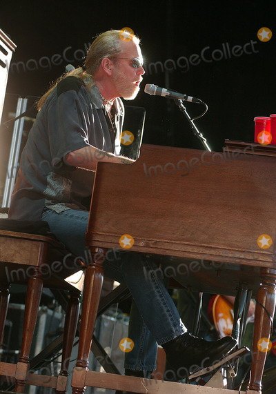 """Allman Brothers, Allman Brothers Band, Greg Allman, Gregg Allman, The Allman Brothers Band, Tragedie Photo - 27 May 2017 - Gregg Allman, the founding member of the Allman Brothers Band who overcame family tragedy, drug addiction and health problems to become a grizzled elder statesman for the blues music he loved, has died. He was 69. Allman died at his home in Savannah, Georgia, according to a statement posted to his official website. The statement says Allman had struggled with many health issues over the past several years. Allman's longtime manager and close friend said, """"I have lost a dear friend and the world has lost a brilliant pioneer in music."""" File Photo: 16 August 2006 - Pittsburgh, Pennsylvania -  Singer / keyboardist GREG ALLMAN of the ALLMAN BROTHERS BAND performs on their 2006 Tour at the Post-Gazette Pavilion. Photo Credit: Jason L Nelson/AdMedia"""