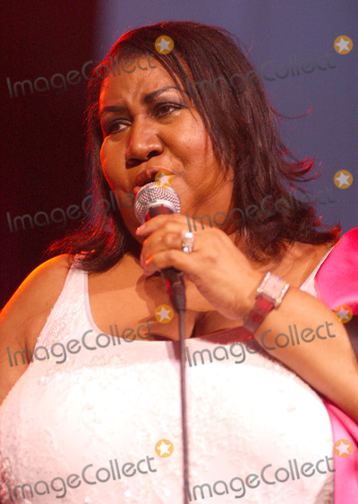 Aretha Franklin, Queen Photo - 16 August 2018 - 1942  Aretha Franklin, the 'Queen of Soul,' Dies at 76. File Photo: Jul 27, 2003; Cleveland, OH, USA; Singer ARETHA FRANKLIN performs at the Scene Pavilion in Cleveland, Ohio.