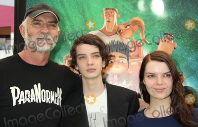 "Andy McPhee Photo - 05 August 2012 - Universal City, California - Andy McPhee, Kodi Smit-McPhee, Sianoa Smit-McPhee. ""ParaNorman"" Los Angeles Premiere held at AMC CityWalk Stadium 19 Theatre. Photo Credit: Russ Elliot/AdMedia"