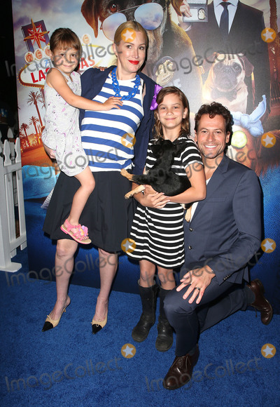 """Alice Evans, Ioan Gruffudd Photo - 05 May 2018 - Hollywood, California - Alice Evans, Ella Gruffudd, Elsie Gruffudd and Ioan Gruffudd. """"Show Dogs"""" Los Angeles Premiere held at TCL Chinese 6 Theatre. Photo Credit: F. Sadou/AdMedia"""