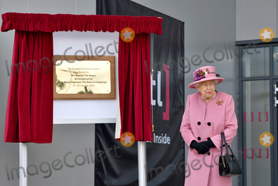 Elizabeth II, Queen, Queen Elizabeth, Queen Elizabeth II, Queen Elizabeth\ Photo - 15 October 2020 - Queen Elizabeth II visits the Defence Science and Technology Laboratory (Dstl) at Porton Down science park near Salisbury, southern England. The Queen and the Duke of Cambridge visited the Defence Science and Technology Laboratory (Dstl) where they were to view displays of weaponry and tactics used in counter intelligence, a demonstration of a Forensic Explosives Investigation and meet staff who were involved in the Salisbury Novichok incident. Her Majesty and His Royal Highness also formally opened the new Energetics Analysis Centre. Photo Credit: ALPR/AdMedia