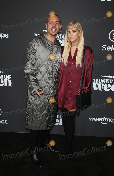 Ashlee Simpson, Evan Ross Photo - 1 August 2019 - Los Angeles, California - Evan Ross, Ashlee Simpson. Weedmaps Museum of Weed Exclusive Preview Celebration held at Weedmaps Museum Pop Up. Photo Credit: FSadou/AdMedia
