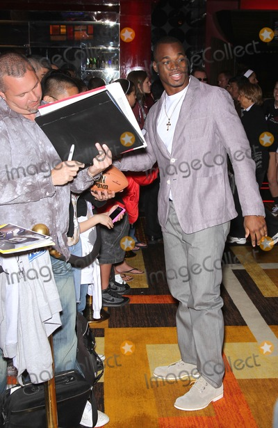 """Adrian Peterson Photo - 19 February 2011 - Las Vegas, Nevada - Adrian Peterson. Celebrities, Poker Pros and Football Stars """"Raise Their Hand For Africa"""" Texas Hold'em Charity Tournament at the Golden Nugget Hotel and Casino. Photo: MJT/AdMedia"""