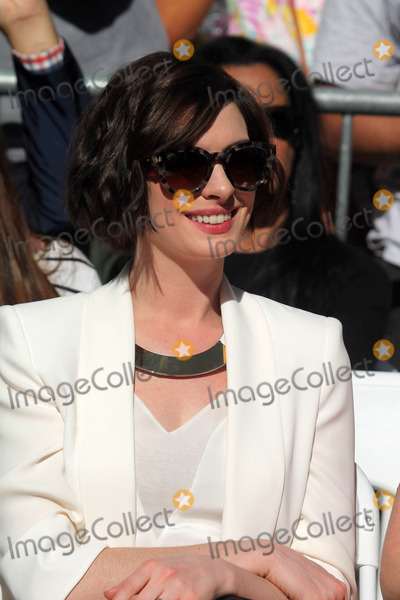 Anne Hathway Photo - Anne Hathway at the Matthew McConaughey Star on the Hollywood Walk of Fame, Hololywood, CA 11-17-14